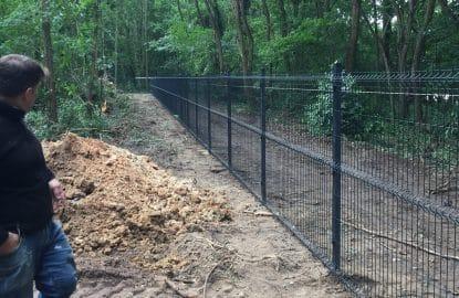 Mise en place d'une clôture en grillage rigide