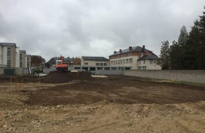 Décapage des terres en vue de la réalisation d'une plateforme